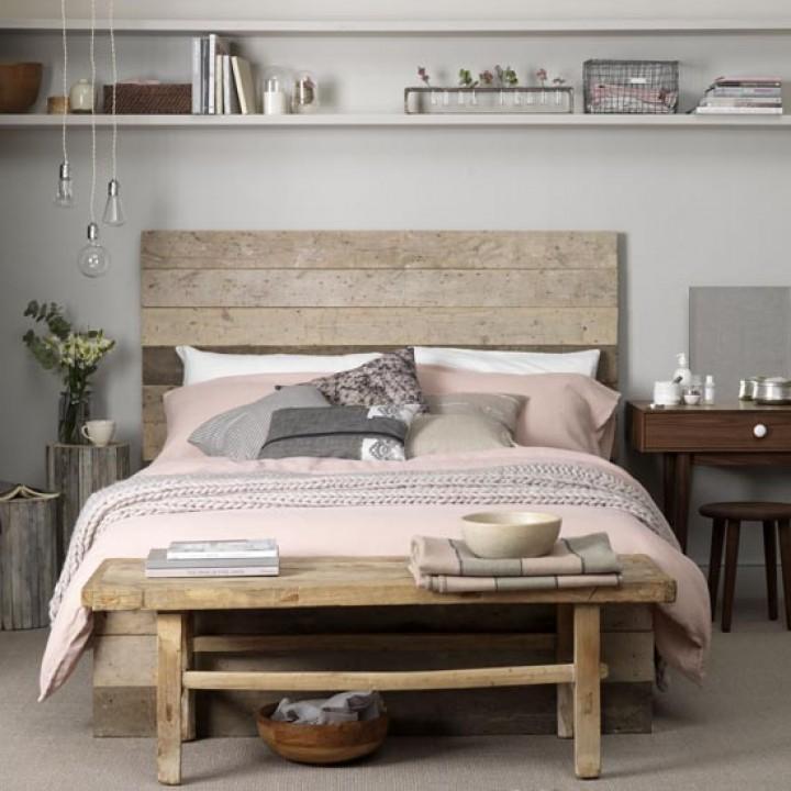 Jednoduchá ložnice pro hipstery