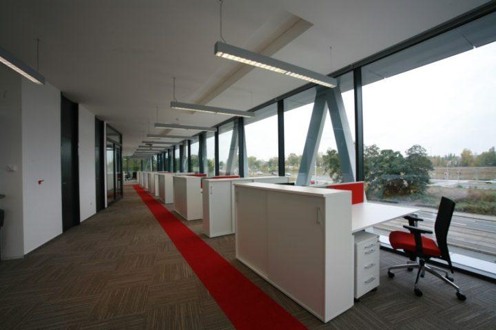 Moderní kancelář s kvalitním nábytkem WHITE-LINE