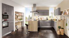 Luxusní kuchyň se světlými barvami