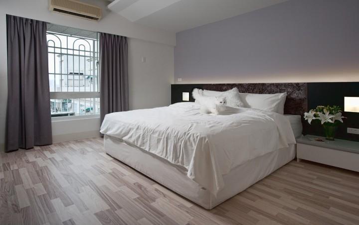 Jednoduchá a prostorná ložnice