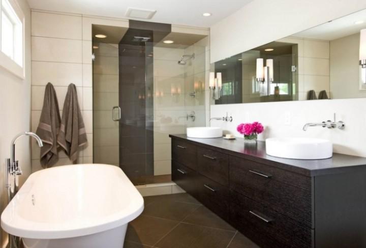 Moderní sprchový kout v koupelně