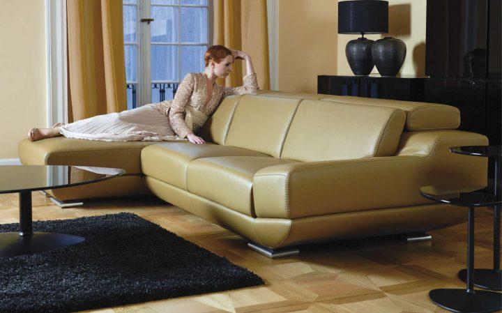 Luxusní obývací pokoj s použitím kontrastů