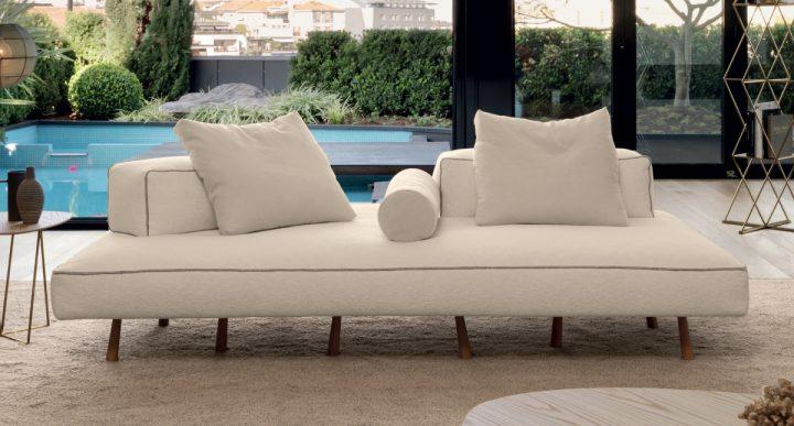 Designová pohovka v bílé barvě