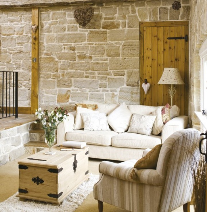 Útulný obývací pokoj v eko stylu