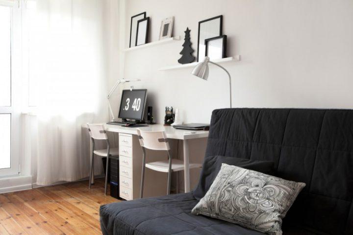 Obývací pokoj v černobílých barvách