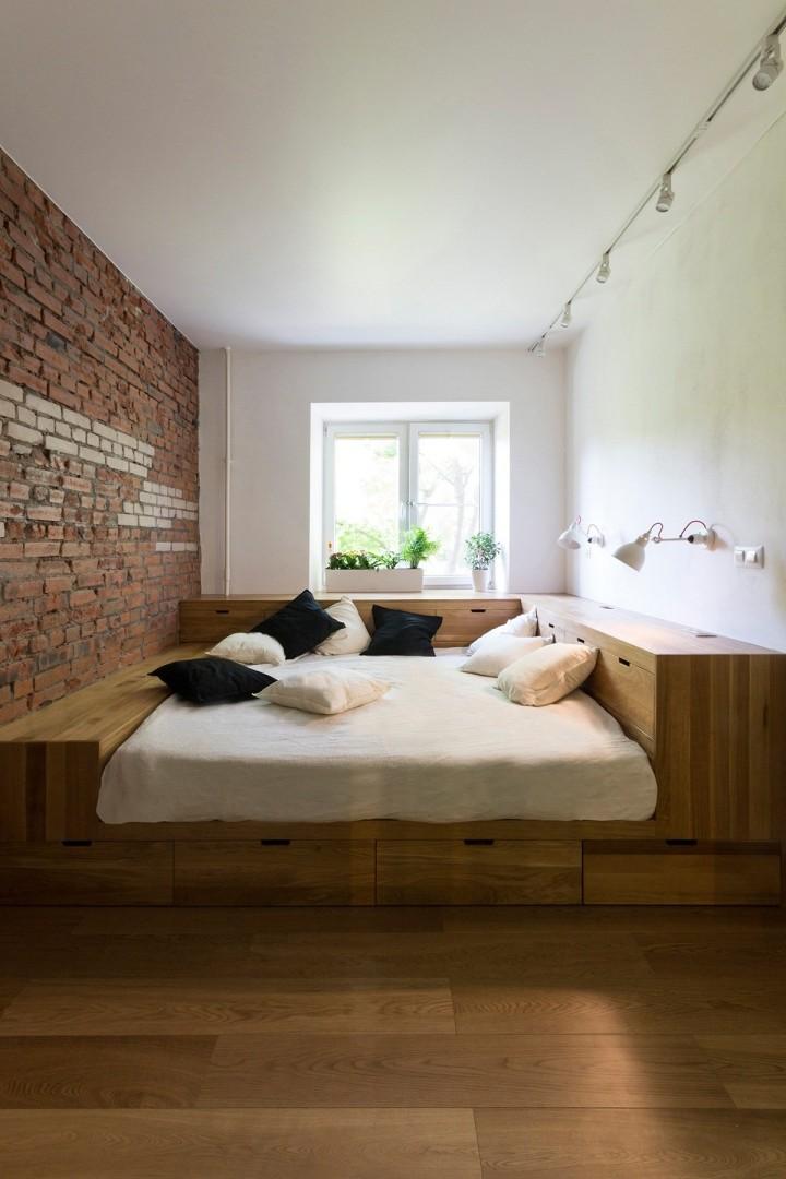 Malá ložnice s úložnými prostory