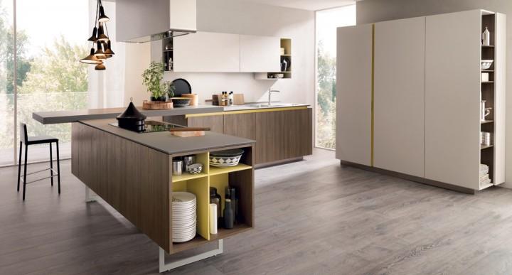 Prostorná kuchyň se žlutými akcenty