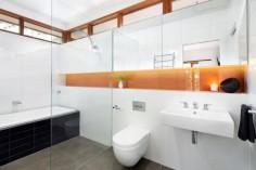 Barevná koupelna v interiéru